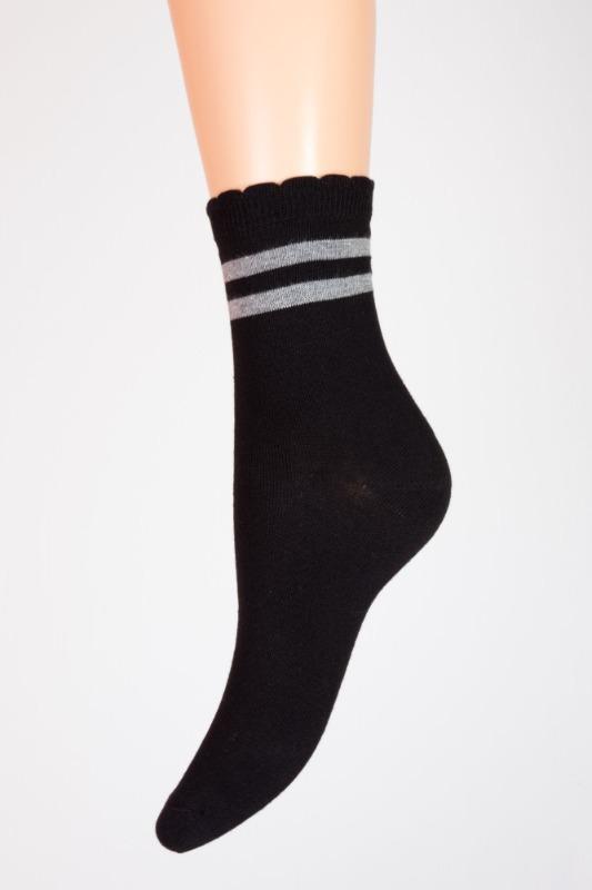 calza-a-righe-grigie-fondo-nero