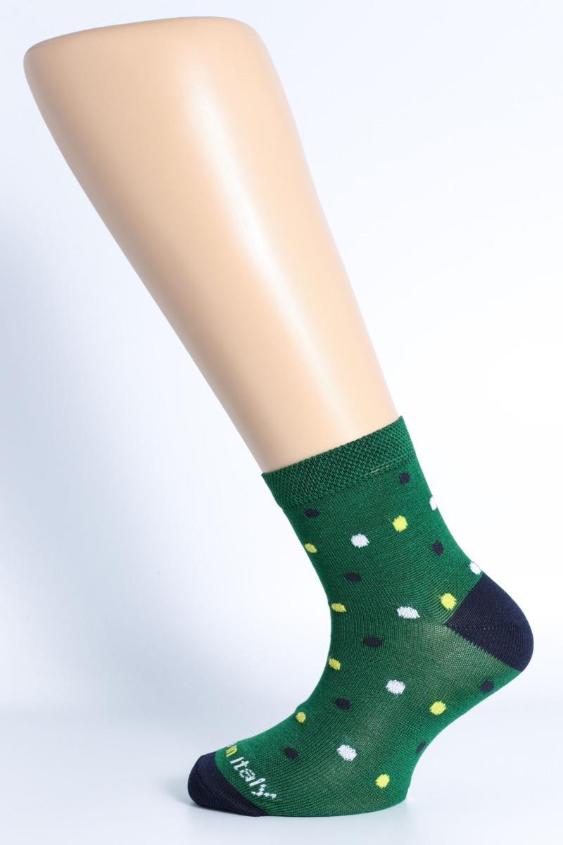 calza-moda-tris-pois-fondo-verde
